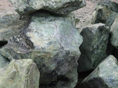 Скала зелёная Змеевик